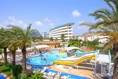 Crystal Admiral Resort Suite & Spa
