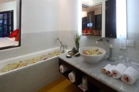 Dovolenka  - Segara Village Hotel