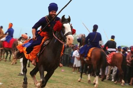 Dovolenka  - India - Indie - Fotoexpedice - Barevný svátek Holi a slavnost Hola Mohala