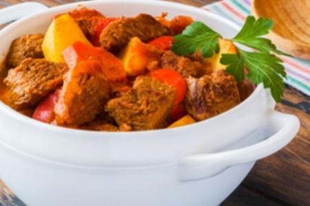 Recept, ako pripraviť tradičný maďarský guláš