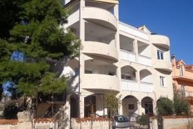Villa Ruža S Bazénem