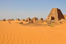 Súdán - Architektonické skvosty, pouště i karavanní stezky