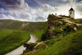 Rumunsko a Moldavsko - turistika vrumunských Karpatech, vinné sklepy, pravoslavné kláštery a bizarní Podněstří
