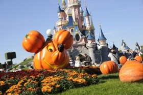 Halloween v Disneylandu, hotel Campanile 3*