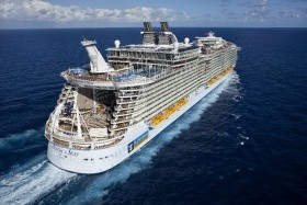 Usa, Bahamy, Svatý Martin Na Lodi Oasis Of The Seas - 393871839