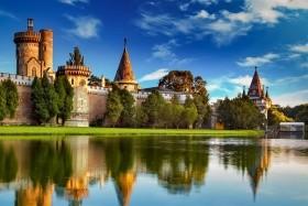 Kouzelný zámek Franzensburg, čokoládovna a plavba po podzemním jezeře