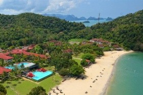 Holiday Villa Beach Resort & Spa