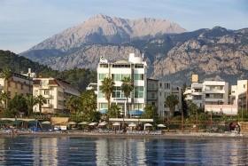 Riverrock Hotel