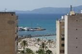 Výhled z balkónu na moře.