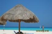pohled na pláž pod naším slunečníkem:-)