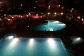 Hotelová záhlada v noci