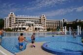 bazény a pohľad na hotel