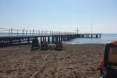 molo na pláži