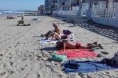 na pláži v říjnu