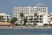 pláž a hotel