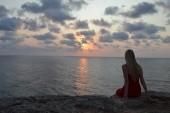 západ slunce na pláži blíže k hotelu