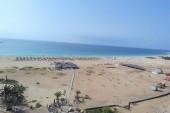 pohled z dronu na pláž