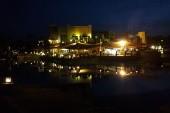 Večerní pohled na část hotelu