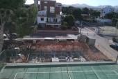 Výhled z pokoje na stavbu