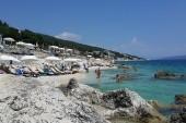 Pohled z plaze pod majákem