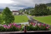 Výhled z penzionu na Embach
