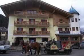 Hotel El Cid Campeador S Bazénem
