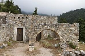 Opustená dedina Palio Pyli s hradom