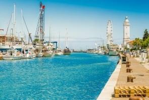 Maják a prístav