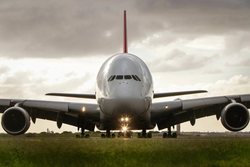 Airbus A380 na pristávacej dráhe