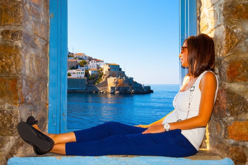 Výhľad z okna na Santorini