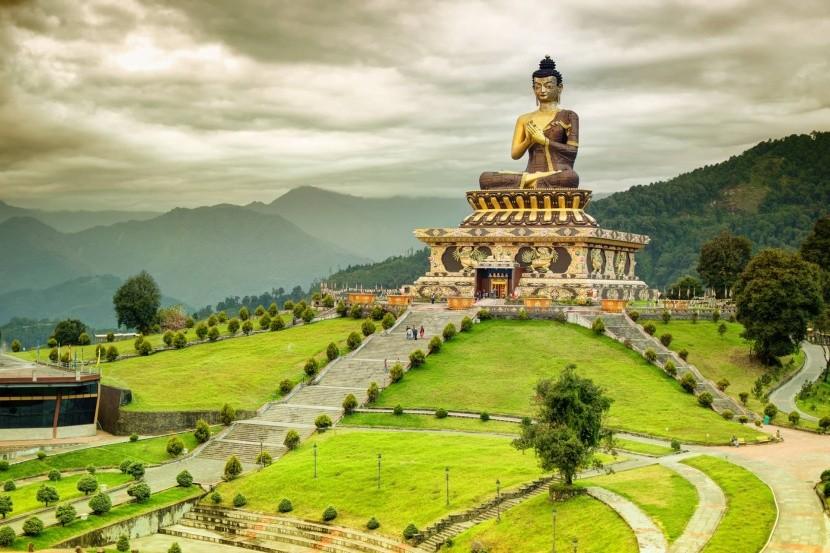 Buddha park v Ravangle
