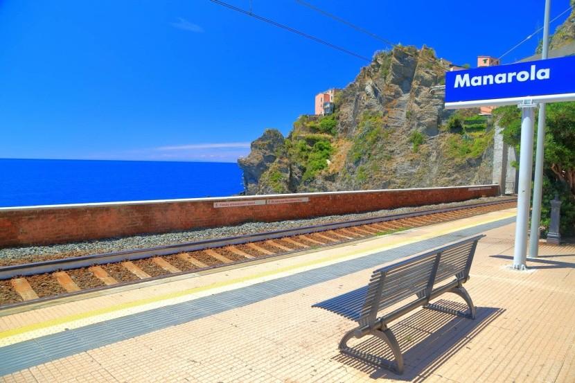 Vlaková zastávka v Manarole