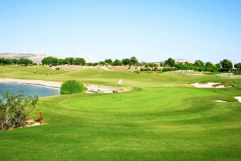 Jedno z golfových ihrísk na Cypre