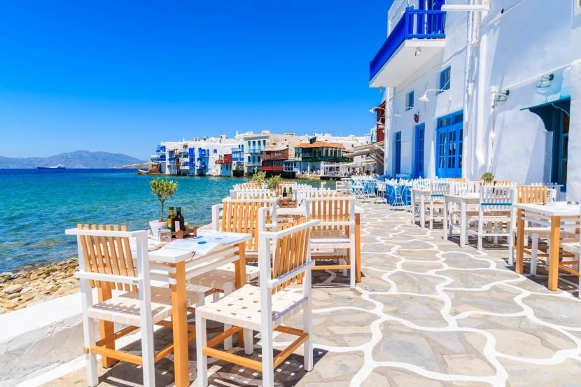 Typická taverna v meste Mykonos, Grécko