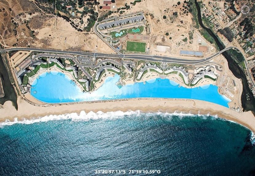 Satelitný snímok najväčšieho hotelového bazén