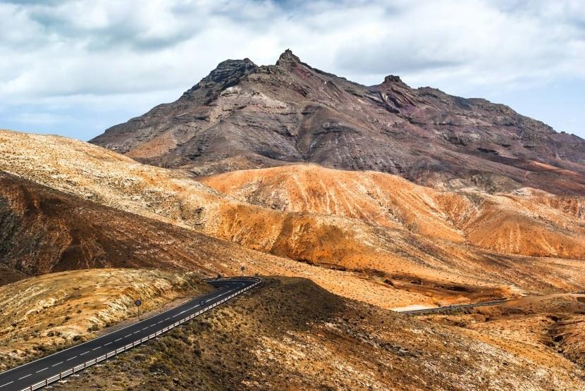 Sopečná krajina na ostrove Fuerteventura