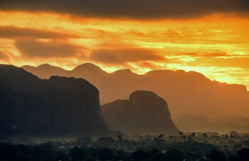 Východ slnka vo Viñales