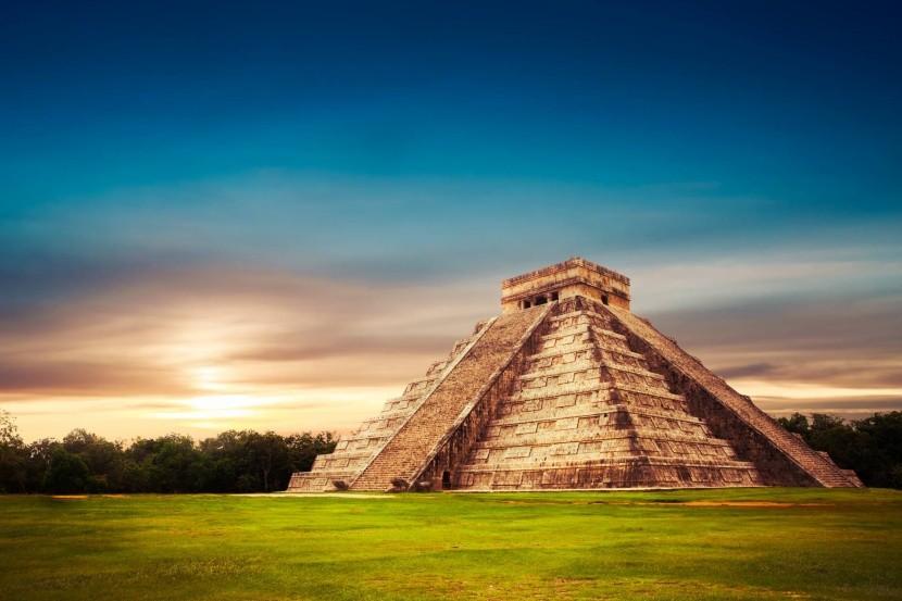 Kukulkánová pyramída v Chicken Itzá