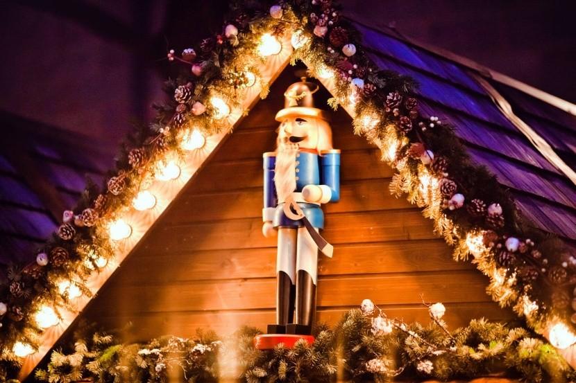 Tradičný drevený luskáčik