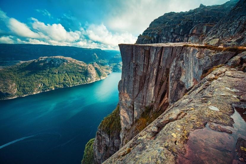 Útes Preikestolen nad Lysefjordom