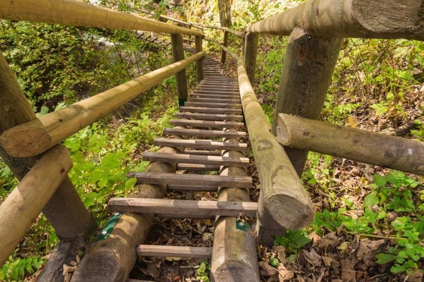 V Medvedej tiesňave vás čakajú rebríky a lávk