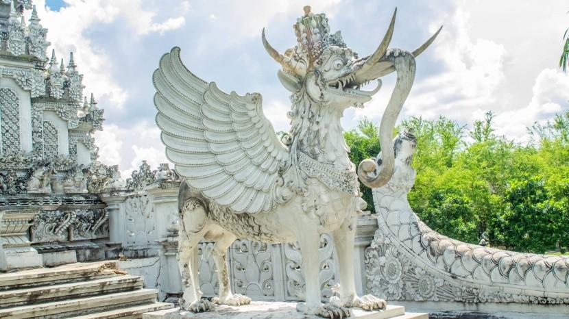 Hinduistická socha v meste Tenggarong