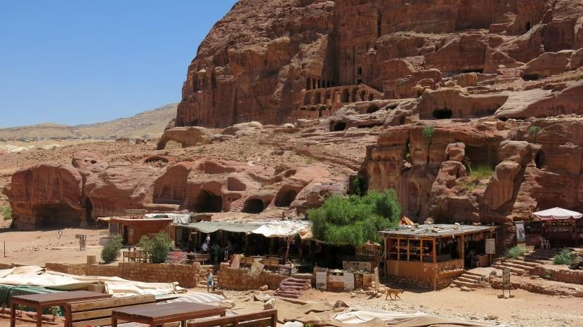 Občerstvenie a obchodíkmi v Petre
