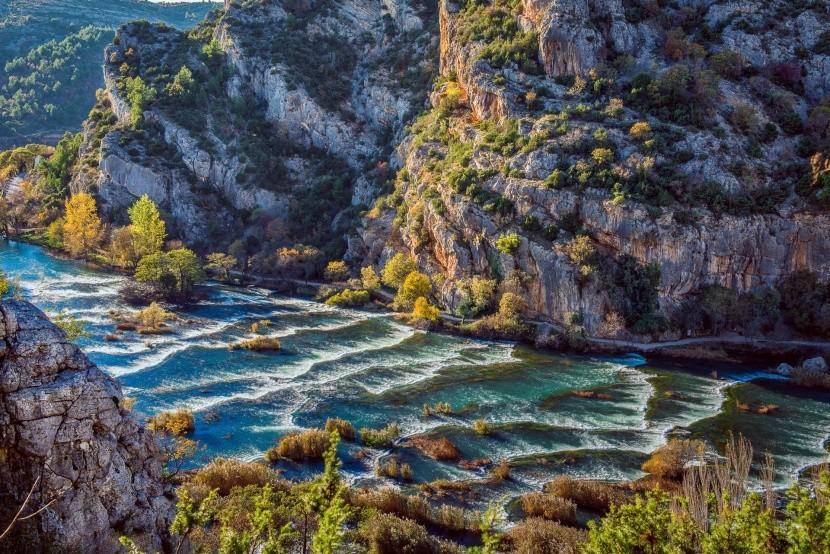 Kaskády nad vodopádom Roški slap