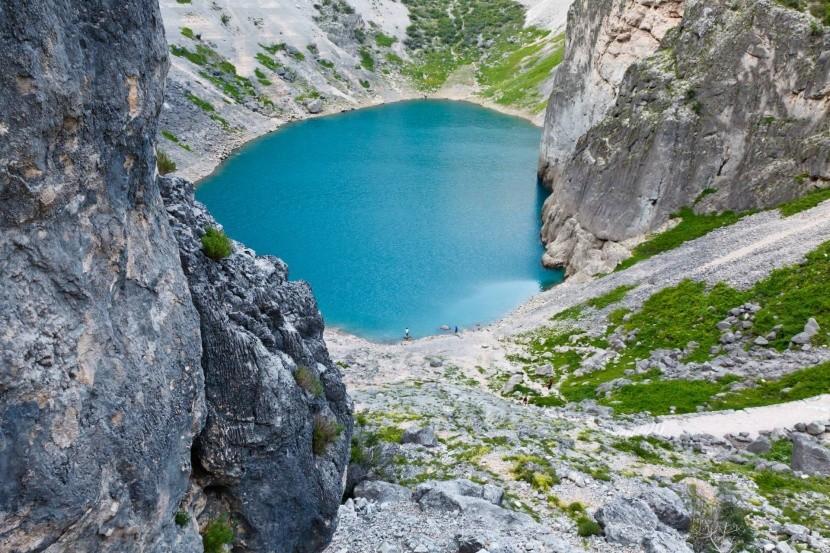 Modré jezero u obce Imotski (Chorvátsko)