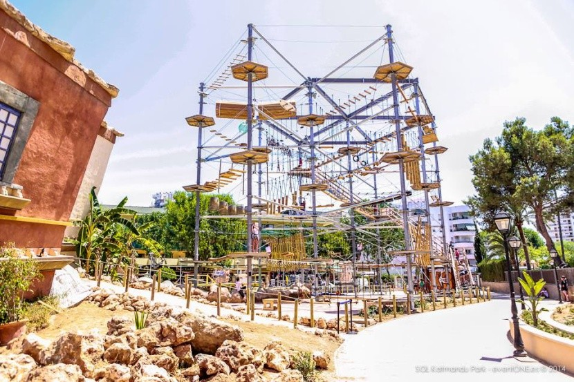 Káthmandu Park - lanové preliezačky