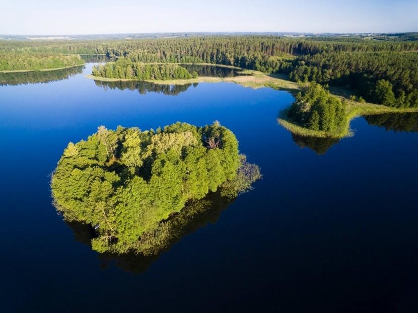 Ostrovček na jazere Krzywa Kuta