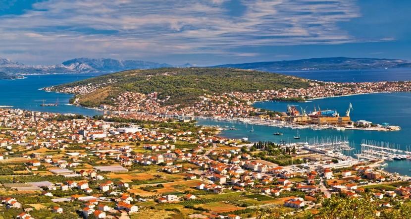 Pohľad na Trogir a ostrov Čiovo