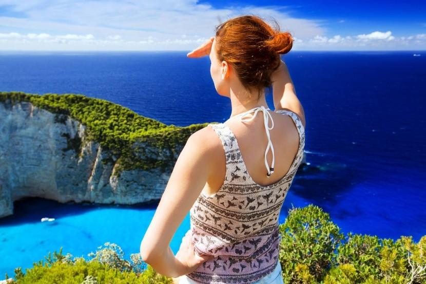 Užite si výhľady z útesu nad plážou