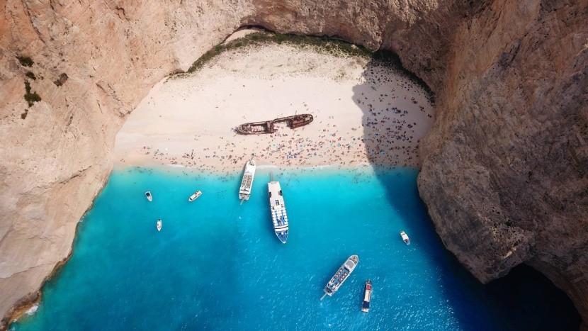 Prístup na pláž je iba loďou